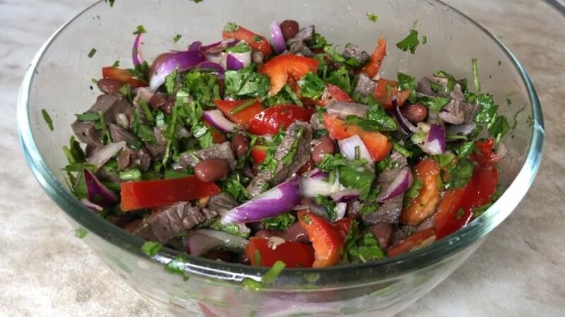 Салат Тбилиси с красной фасолью и говядиной — классический рецепт