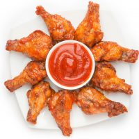Как вкусно приготовить куриные крылышки на сковороде с хрустящей корочкой