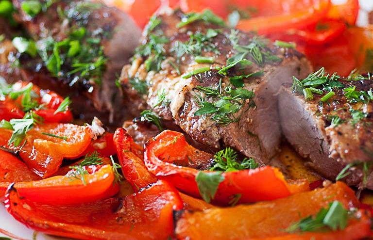 Свиная вырезка с овощами
